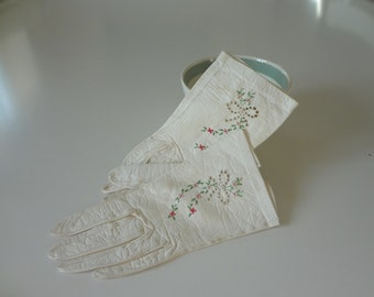Antique Vintage Leather Gloves in Ivory with Embroidery and Pierced Work Detail - EnglishPreserves
