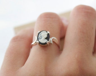 Marie Cameo Ring - Sterling Silver
