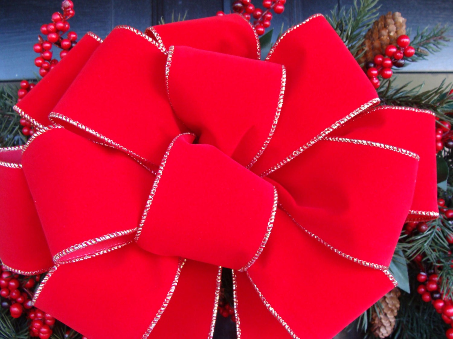 how to make a christmas bow out of wired ribbon