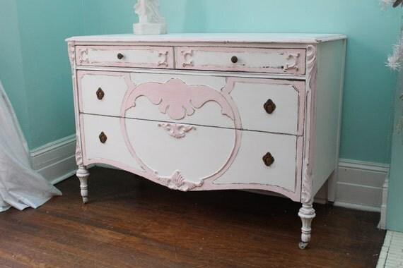 chambre de petite fille langer table chalet commande en. Black Bedroom Furniture Sets. Home Design Ideas