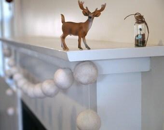 White Snow Garland, Felt Christmas Home Decor, Needle Felted Snowball Ball Decoration, Christmas Tree