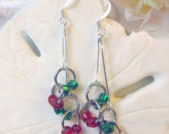 Red and Green beaded earrings, retro style dangle earrings