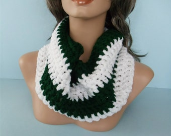 White and Forest Green Crocheted Cowl