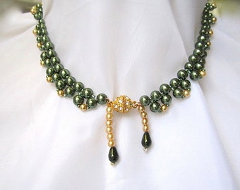 Woven Green Pearl Necklace