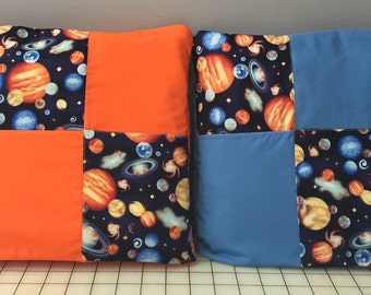 Quilt that folds into a pillow Quillow