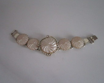 "Vintage Pearly/Ivory Swirl Medallion Bracelet -UNIQUE - 7 1/2""- Like New"