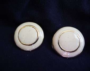 Vintage Earrings, Clip On Earrings, Vintage Jewelry, Round Earrings, Cream Color, Gold Metal,Double Circles,Soft Closure,Vintage Accessories
