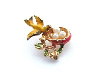 Sweet N Petite Vintage Bird Nest Pin Faux Pearl Tiny Eggs Yellow Red Green Botanical Jewelry, Antique Jewelry kiamichi7