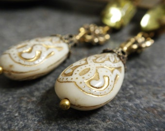 Baroque Jewelry Holiday Fashion Earrings  Winter White and Gold