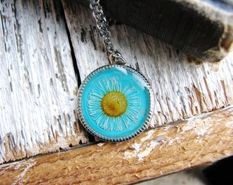 Daisy Pendant Necklace Real Flower Jewelry Botanical Bridal Jewelry Prairie Naturalist Pressed Plant Flower Nature Blue Resin Jewelry