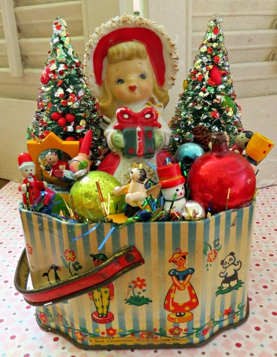 Vintage cute tin with vintage christmas delights decoration for Antique christmas decoration