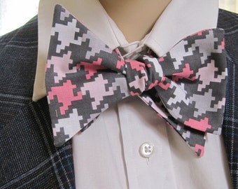 Pink and Grey Houndstooth Pattern Bow Tie