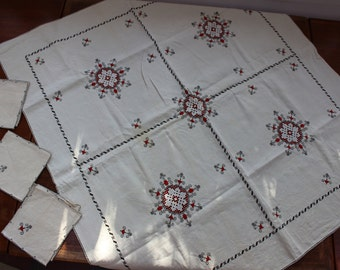 """Linen Tablecloth 41"""" x 38"""" Hand Embroidered Assisi Red 6 napkins lace VINTAGE by Plantdreaming"""