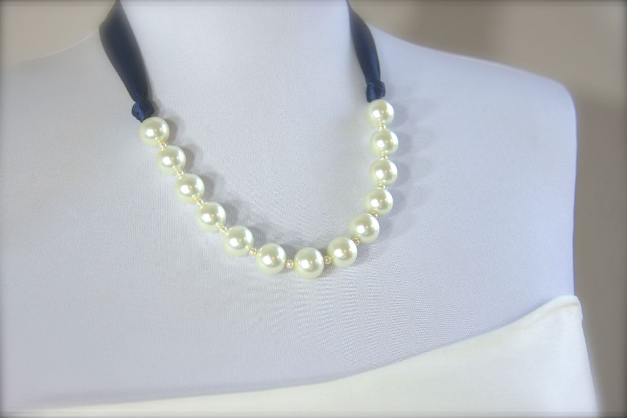 Ribbon tie pearl necklace large pearls by gracefullygirly for Ribbon tie necklace jewelry