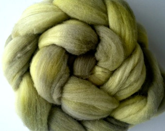 Hand Dyed Merino Roving - Wool roving - Spinning Wool - Feldgrau - 4 ounce braid