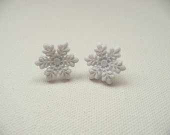 hs-Snowflake post earrings - White