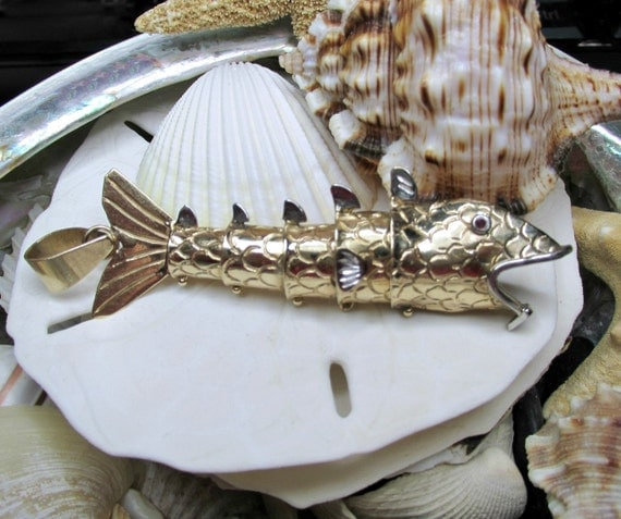 14k solid gold movable articulated 3d fish pendant 16 8 grams for Solid gold fish