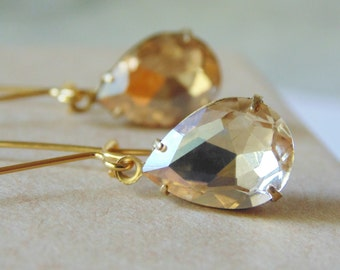 Champagne light Colorado topaz glass and gold tear drop dangle earrings. Bridal earrings. Bridesmaids earrings. Wedding jewelry. Bridesmaid.