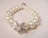 Bridal Pearl bracelet with rhinestone STARFISH / beach wedding jewelry / beach bride bracelet / starfish bracelet, bridesmaid jewelry