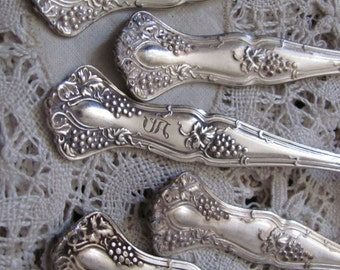 Teaspoons - Vintage Pattern 1904 - Set of 5 Ornate Silver Plate Teaspoons