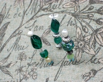 Designer pushpins for Jewelry display, for wedding place cards or necklace display on your bulletin board set of 3, great for photos too