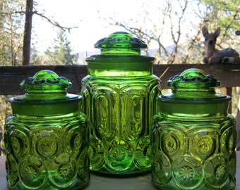 1960's LE Smith Avocado Green Canister in Moon and Stars - Medium Sizes - Oak Hill Vintage