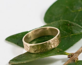 Gold Oak Wedding Band: A large 5mm wide 18k gold wedding band