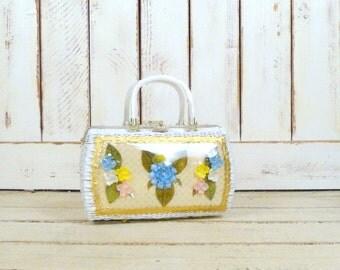 50s/60s vintage Princess Charming by Atlas white rattan sea shell floral handbag/woven straw lucite box frame purse