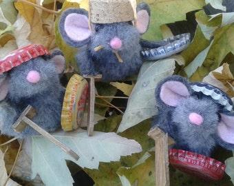 Mouse Ragtag Warriors /Finger Puppets/ story telling/ gift for boys/Hero/ shield sword helmet armor