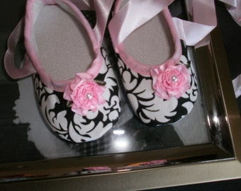 Baby Girl Shoes, Crib Shoes, Black Damask, Photo Prop, Trendy, Chic Shower Gift, Pink, Infant, Newborn, Mary Janes Shoes,Flower/Pearl, Shoes