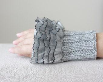 Light gray mittens for women, Grey wrist warmers, Grey ruffled glove, Ruffled wrist cuffs, Grey fingerless gloves, Grey mitts, furry gloves