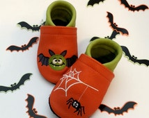 TinyToes soft leather shoes - organic - model: halloween bat and spider - choose your motif and personalise them with your name