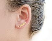 Gold Leaves Ear Cuff, Yellow Gold Plated, Leaves Ear Sweep, Minimalist Ear Cuff, Nature, Modern Jewelry, Hand made, Wedding Gift, EC009N