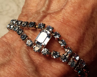 LOVELY Silvertone Bracelet w/ Prong Set Blue Rhinestones VINTAGE