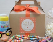 Set of 6 - Kids Wedding Boxes - ANY COLOR // Kids Wedding Favor Box // Kids Wedding Kit // Childs Activity Box // Rustic Dots label