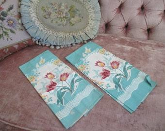 Pair Fabulous Vintage Printed Kitchen Towels Jadeite Mint Green Tulip H92