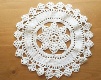 Beautiful Beige Vintage Crocheted Doily with Flower Center, Heavy Thread Trivet Table Doily