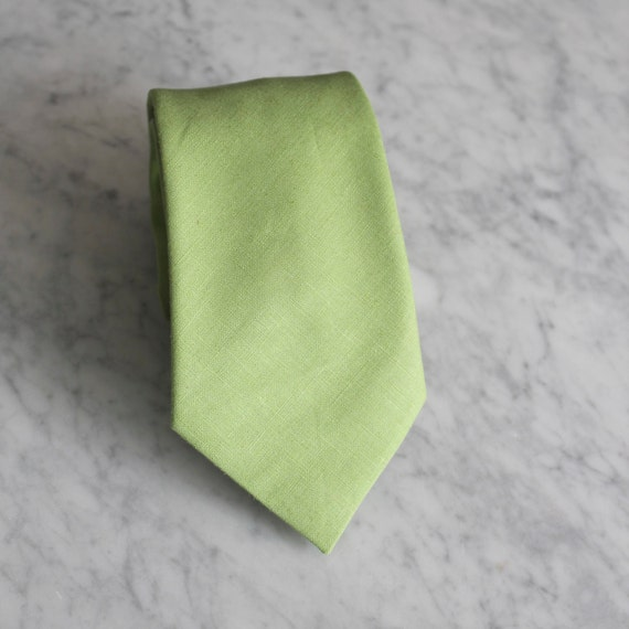 Necktie in Green Linen - skinny or regular width - wedding ties - available in other colors as well