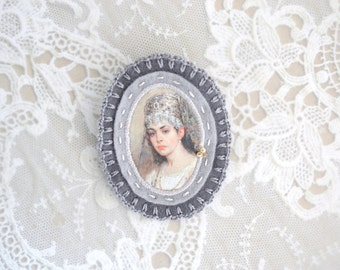russian lady grey felt brooch with lady portrait - genre painting brooch - victorian style brooch  - gift for her - museum painting brooch