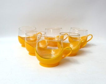 Vintage round yellow plastic insulated heat picnic resistant glasses