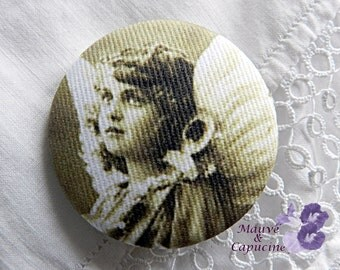 Fabric button  printed retro angel, 0.86 in / 22 mm