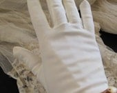 Beautiful Ivory Off White Ladies Nylon Wrist Gloves Stretch