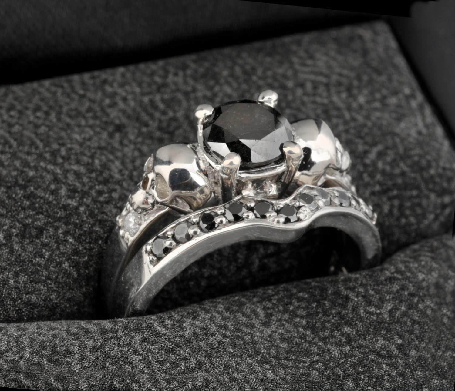 zoom - Skull Wedding Rings