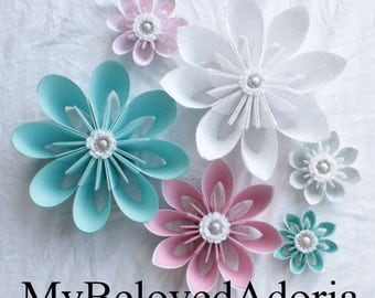 Set of 6 Wall Flowers wall decorations in white, pink, teal, and grey