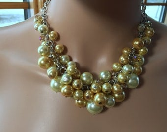 Statement necklace in gold and yellow pearls with golden champagne crystals