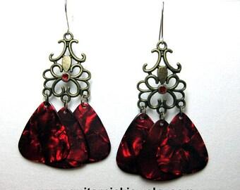 Guitar Pick Earrings - Gothic style dangling earrings