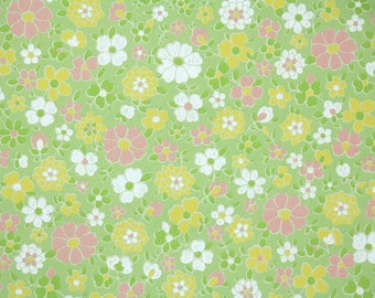 Retro Wallpaper by the Yard 60s Vintage Wallpaper - 1960s White Pink and Yellow Flowers on Green