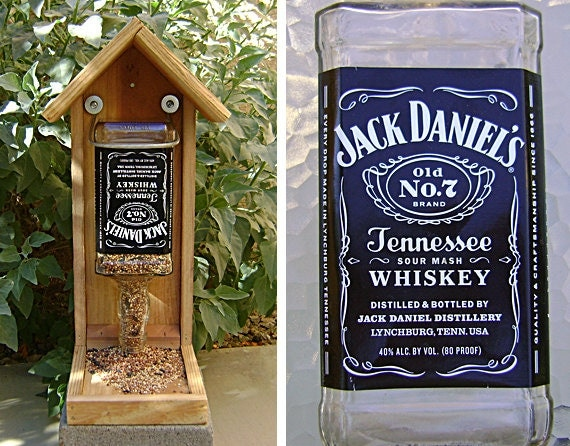 bouteille mangeoire oiseaux g ant recycl jack daniels. Black Bedroom Furniture Sets. Home Design Ideas
