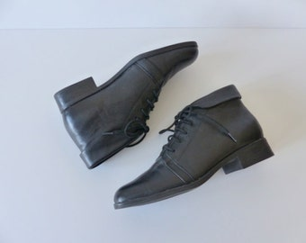 Vintage Black Ankle Boots Booties Cuffed Granny Lace Up Pixie Fold Over Black Leather 90s Soft Grunge Festival Hipster / sz 7 UK 5 Eu 37 38