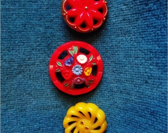 3 Pretty Vintage Buttons Red Yellow